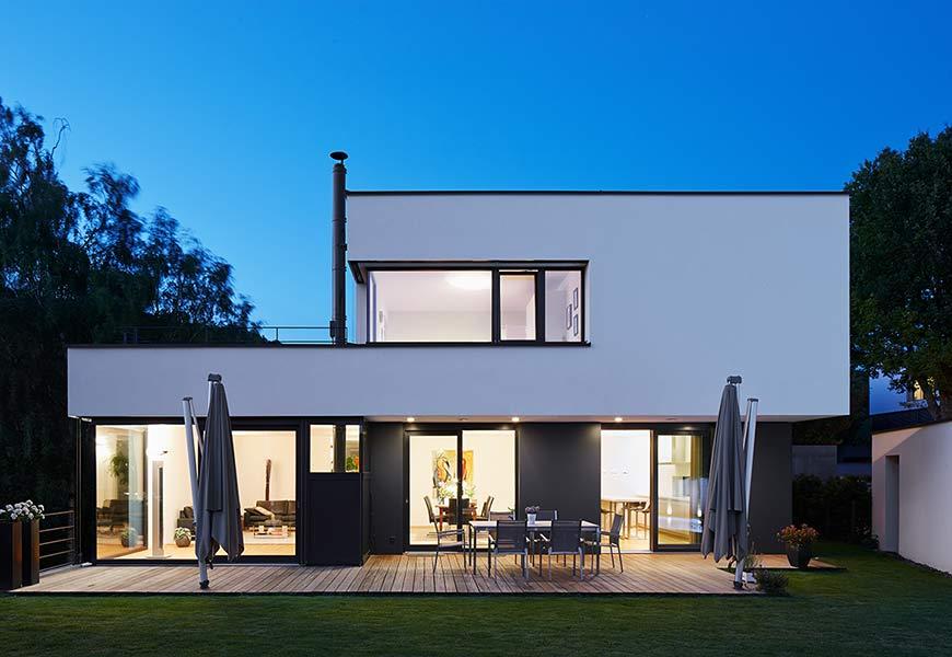 neubau eines einfamilienwohnhauses mit einliegerwohnung. Black Bedroom Furniture Sets. Home Design Ideas